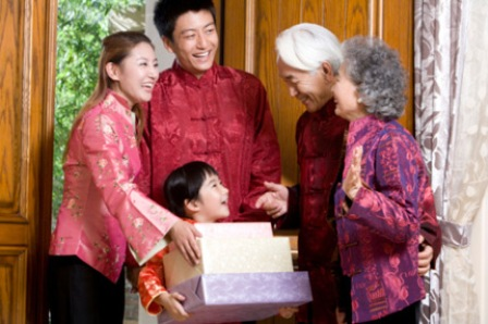 Quà tết ý nghĩa cho bố mẹ - Hướng dẫn cách chọn quà phù hợp