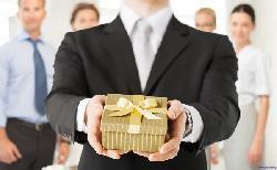 Kinh nghiệm lựa chọn quà biếu cao cấp tặng sếp dịp tết