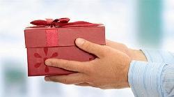 Cách chọn quà tặng sếp lên chức sang trọng ấn tượng