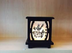 Đèn xông tinh dầu gỗ kính Silent Night (hộp vuông đen)